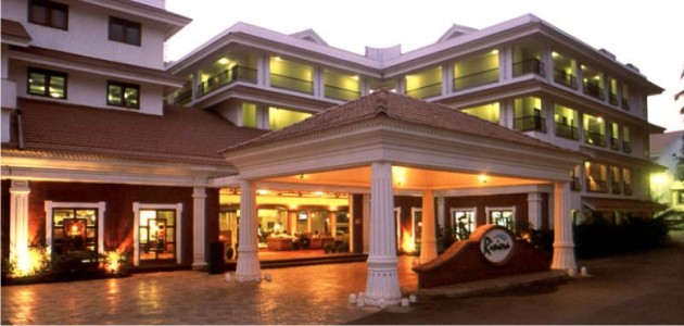 The Entrance Facade - DoubleTree by Hilton Hotels