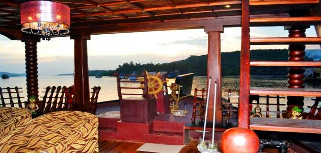 Lost Paradise Boat- Interior